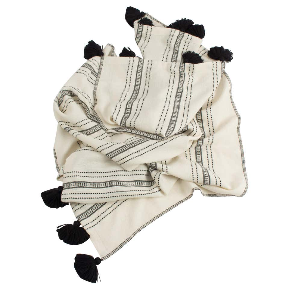 1stDIBS manta throw blanquet